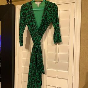 DVF Vintage Julian wrap dress in VEUC size 8
